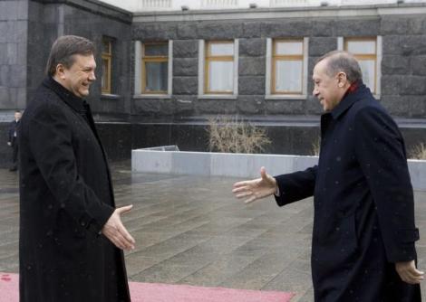 Yanukoviç'ten Sıcak Karşılama
