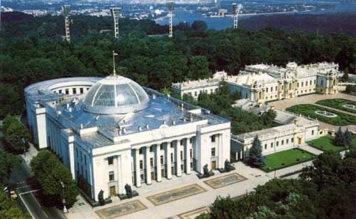 Ukrayna Parlamentosu toplandı, gündem 2004 Anayasası'na geri dönüş
