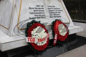 yavuz fırkateyni 300x199 Yavuz Fırkateyni Sivastopol'deki Türk Şehitliğini ziyaret etti