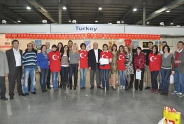Yardım etkinliği dev şölene dönüştü, en fazla yardımı Türkiye topladı (Fotoğraflar)