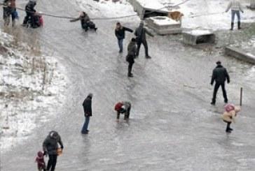 Kiev sokakları buz pistine döndü, kırık – çıkık vakalarında rekor kırıldı