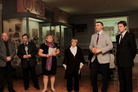 """Yılların emeği bu eserde hayat buldu, """"Ukrayna'da Türk ve Slav Dünyaları"""" kitabı Kiev'de tanıtıldı"""