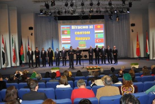 Büyükelçiliğimizin girişimi ile başladı, şimdi açılışını devlet başkanı yapıyor… Nevruz Kiev'de kutlandı