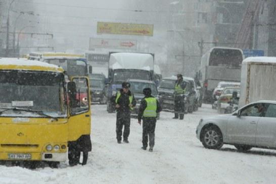 Kiev güne trafikle uyandı, 10 numara sıkışıklık