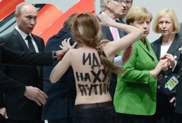 Sanayi fuarına Femen damgasını vurdu, Putin memnun oldu, Merkel beğenmedi (VİDEO)