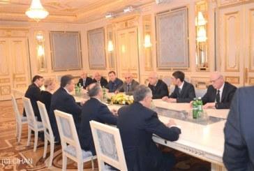 Cemil Çiçek, Ukrayna temaslarına Yanukoviç ile görüşerek başladı
