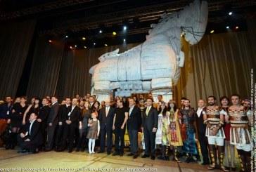 Troya Efsanesi Kiev'de yeniden canlandı, Ukrayna siyasetinin tepesi gösteriyi ayakta alkışladı