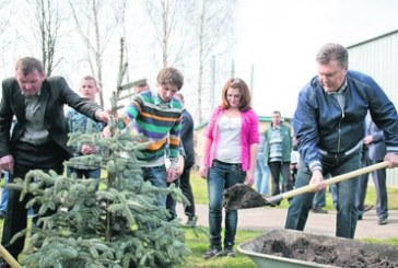 Kent kültürü… Subbotnik için 200 bin kişi çöp topladı, 11 bin 500 ağaç dikildi