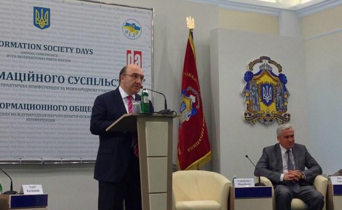 """Büyükelçi Samsar Bilgi Toplumu Günleri konferansına katıldı, """"deneyimlerimizi paylaşmaya hazırız"""" (galeri)"""