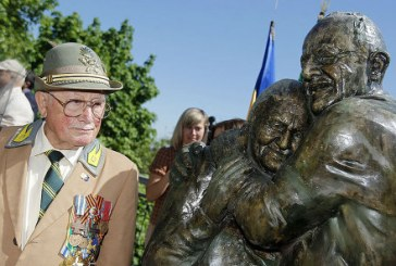 Bir İtalyan ve bir Ukraynalı… Kiev'e 60 yıllık aşkın heykeli dikildi