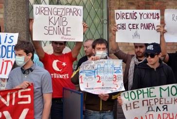Kiev Büyükelçiliği önünde protesto gösterisi