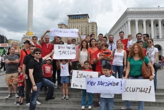 """Kiev'deki Türkler Gezi Parkı'nı yanlız bırakmadı,""""bize heryer Taksim"""""""