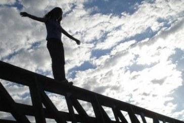 Odesa'dan bir dram haberi, intihar etmek isteyen hamile kadını iki kez polis kurtardı