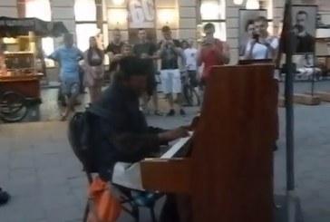 Böyle olur Ukrayna'nın dilencisi, piyano çalan evsiz herkesi şaşırttı