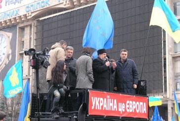 Foto haber: Kırım Tatar Milli Meclisi Başkanı Çubarov Meydan'da