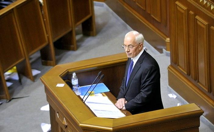 Başbakan Azarov halkından özür diledi