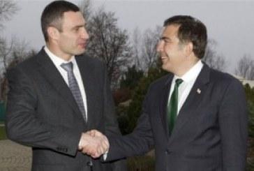 Saakaşvili eylemcilere destek için Kiev'e geldi