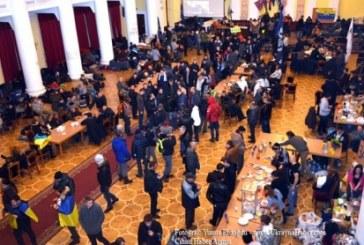 Eylemciler 29 Ekim Resepsiyonu'nun yapıldığı salonu işgal etti