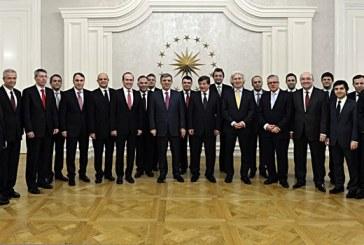 """Büyükelçi Samsar, """"A Takımı"""" fotoğrafında"""