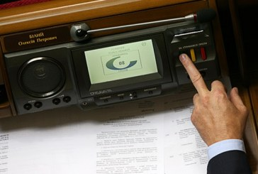 Poroşenko'dan parlamentoya Anayasa değişikliği önerisi 'dokunulmazlıklar kaldırılsın'
