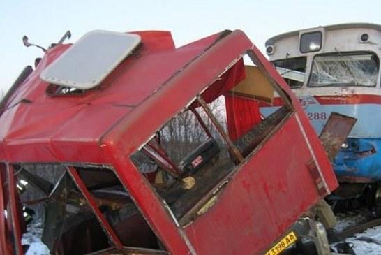 Summy'de tren minibüse çarptı, 13 kişi yaşamını yitirdi