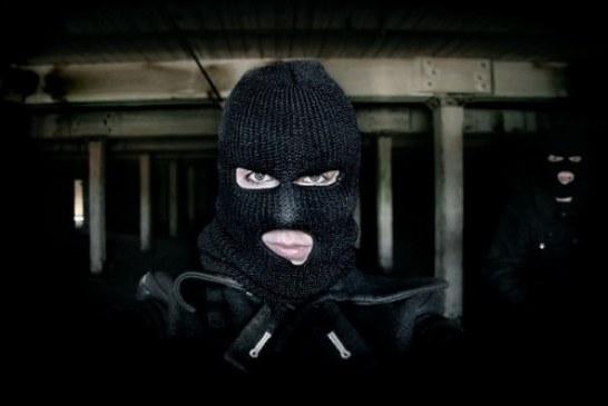 Böyle soygun girişimi görülmedi, bankaya saldıran silahlı 38 kişi polis tarafından yakalandı
