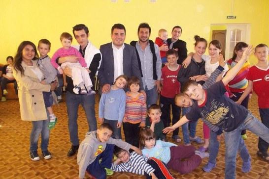 Türk öğrencilerden yetimhaneye ziyaret