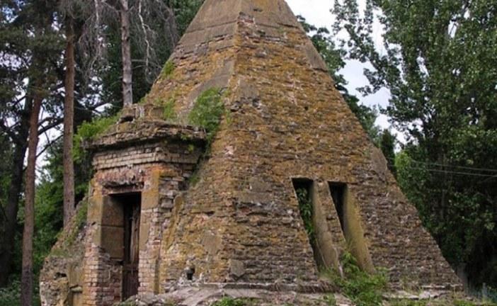 Ukrayna hakkında bilinmeyenler, karşınızda Poltava Piramitleri