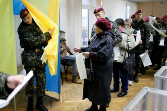 Ukrayna'da seçimlere katılım yüzde 50'nin altında kaldı (seçimden notlar)