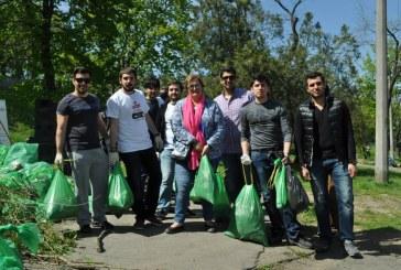 Odesa'daki Türk öğrencilerden örnek faaliyet; İstanbul Park'ta bahar temizliği (video-fotoğraf galerisi)