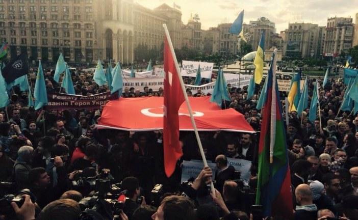 Türk öğrenci derneği Sürgün'ün 71'inci yıldönümünde Bağımsızlık Meydanı'nda toplandı (fotograf galerisi)