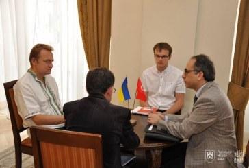 Büyükelçi Tezel ve Lviv Belediye Başkanı Sadoviy Lviv'de bir araya geldiler