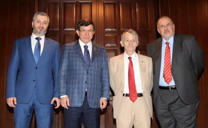 Başbakan Davutoğlu ve Kırım Tatar liderler Ankara'da buluştu