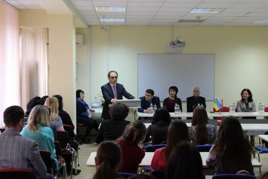 Kiev Büyükelçisi Yönet Can Tezel, Kiev Dil Bilim Üniversitesi'nde öğrencilerle buluştu (fotoğraflar)