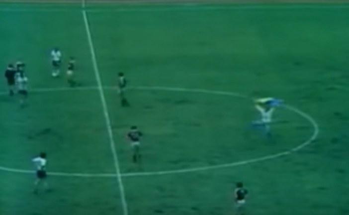 Doğu Almanya – SSCB karşılaşması, sene 1976… Ukrayna bayrağı sahada (video)