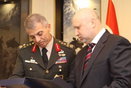 Ukrayna Milli Güvenlik ve Savunma Kurulu Sekreteri Turçinov ve Jandarma Komutanı Mendi bir araya geldi