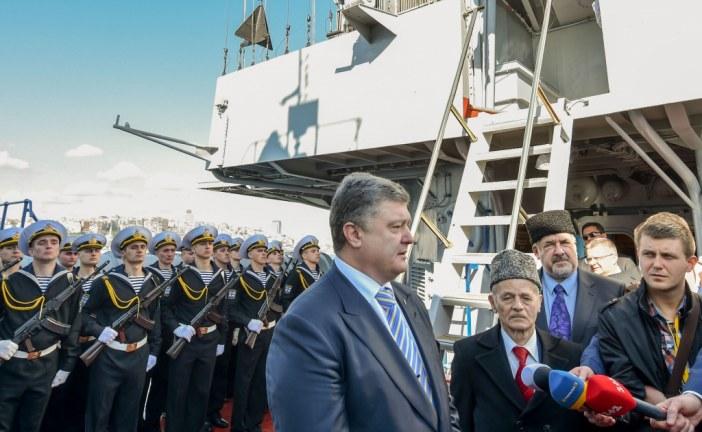 Devlet Başkanı Petro Poroşenko İstanbul Boğazı'nda demirleyen Ukrayna savaş gemisini ziyaret etti