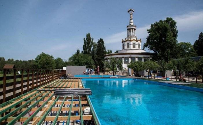 Kiev'deki ünlü fuar merkezi VDNH'da havuz açılıyor