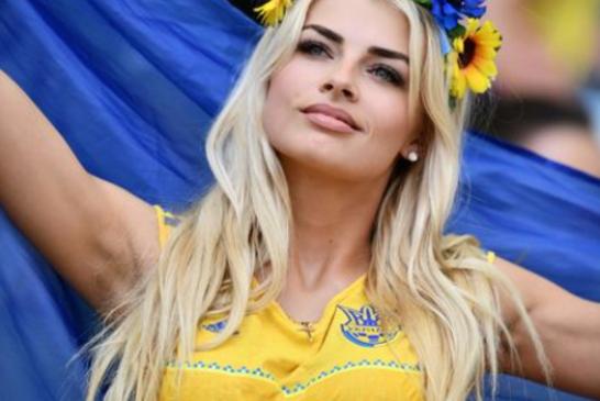 Ukrayna Polonya'ya yenilerek veda etti, geride göz kamaştıran taraftarlar kaldı (galeri)