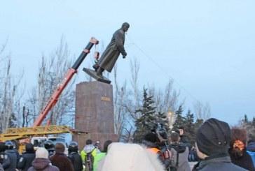 Anıtlar Enstitüsü Müdürü açıkladı, komunizmi hatırlatan 2500 heykel kaldırıldı, bin yerin adı değişti