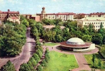 Geçmiş zaman olur ki; yıl 1962 burası Kreşçatik metrosu