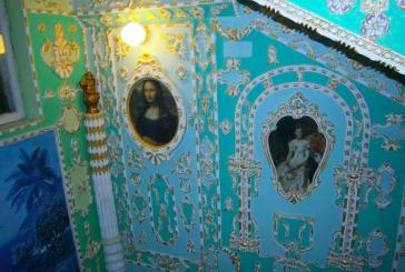 Hayatın içinden; Kievli emekli apartmanının girişini adeta müzeye çevirdi