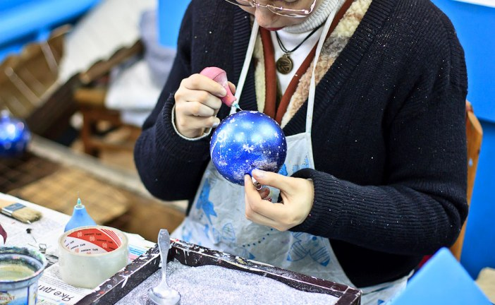 Yeni yıl yaklaşıyor, 80 yıllık oyuncak fabrikası ziyaretçilerini bekliyor