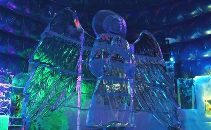 Kışın güzellikleri; Kiev'de buzdan heykeller sergisi açıldı