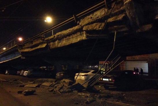 Şulyavka köprüsünde göçük meydana geldi, trafik felç oldu