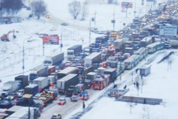 Kiev'de trafik durdu, meteoroloji uyardı -25 geliyor