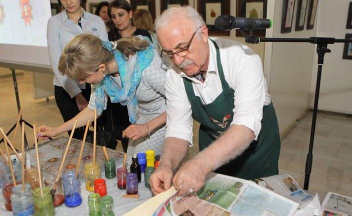 Ukraynalı dostları da alıp gidelim, Hikmet Barutçugil'in ebru sergisi 2 Nisan'a kadar açık (galeri)