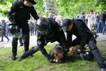 Ukrayna içişleri bakanı, polisin davranışından ötürü halktan özür diledi