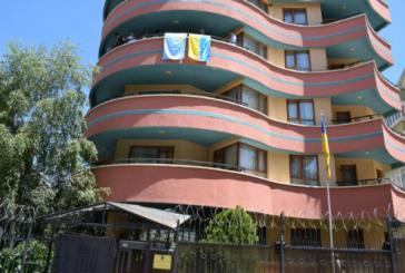 Ukrayna'nın Ankara Büyükelçiliği'ne Kırım Tatar bayrağı asıldı