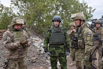 İsveç Genelkurmay Başkanı Ukrayna'nın doğusunu ziyaret etti